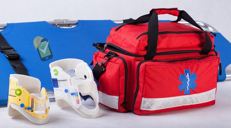 El maletín de primeros auxilios debe poder ser transportado por los brigadistas