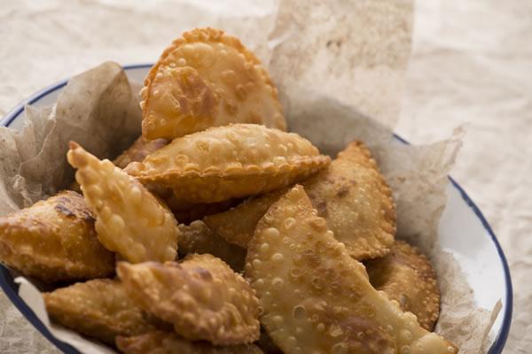 Plato de empanadas fritas